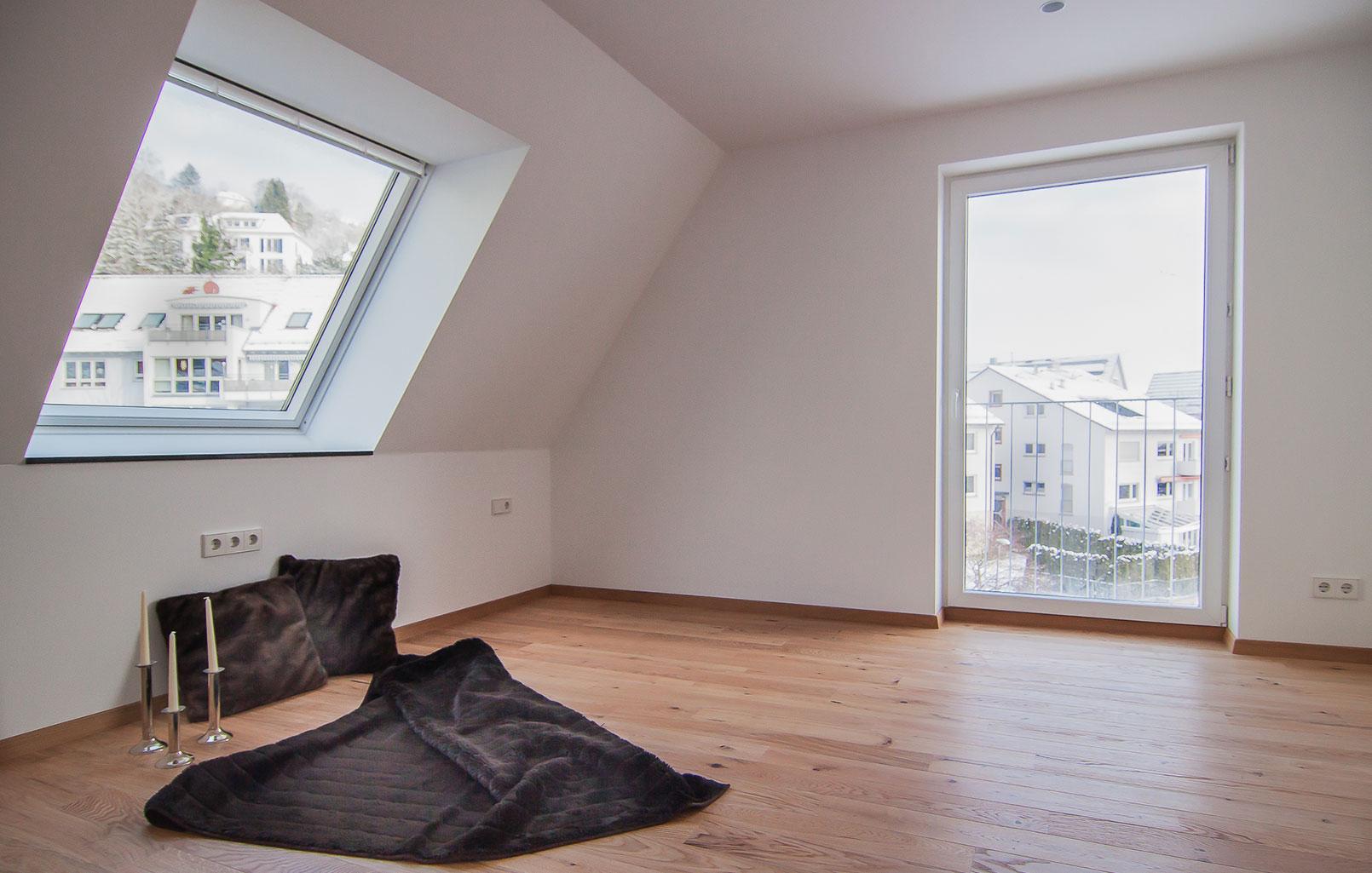 Raum mit Dachschräge
