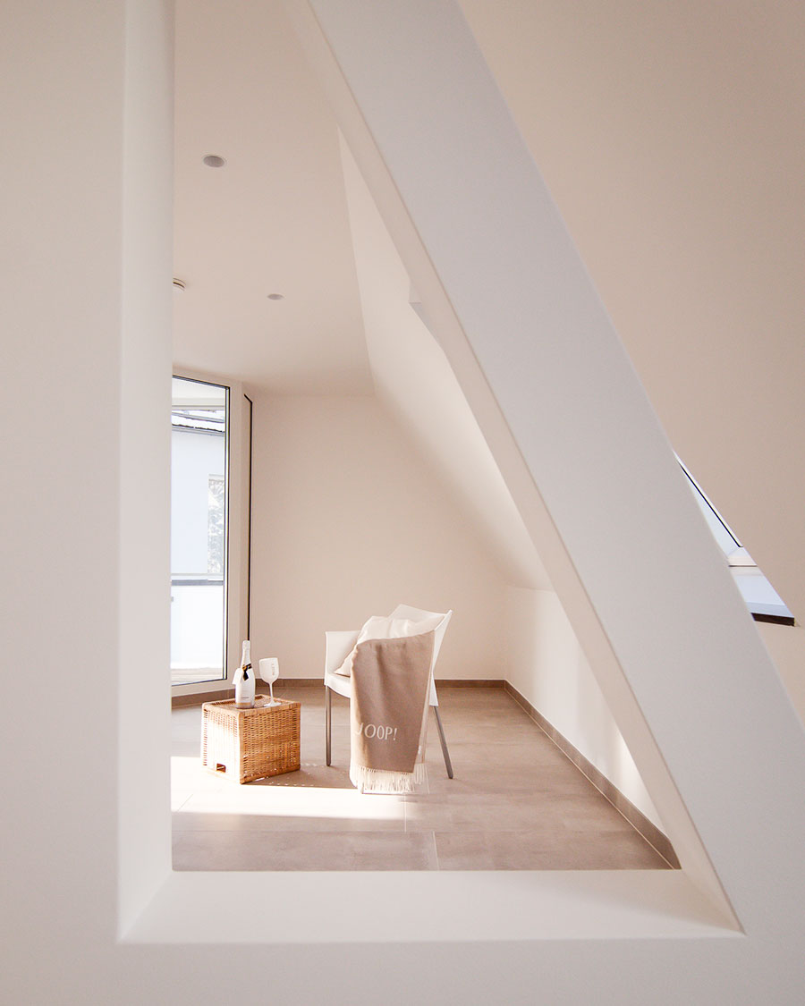 Raumteiler an Dachschräge